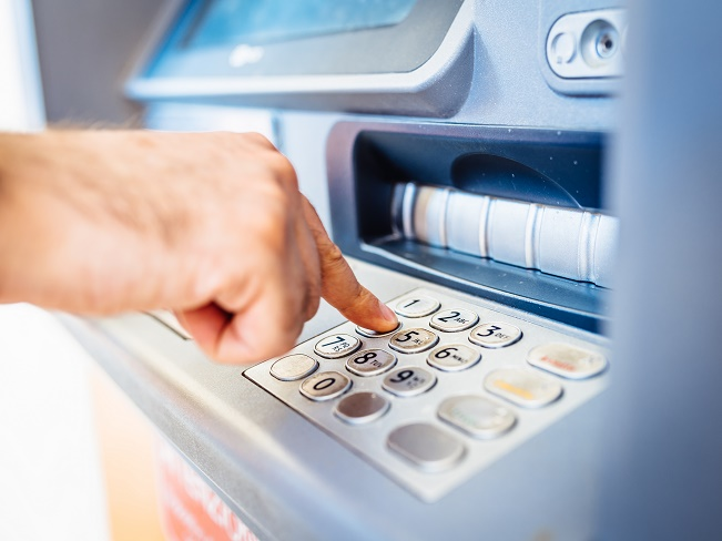 Aussies fork out half a billion in ATM fees